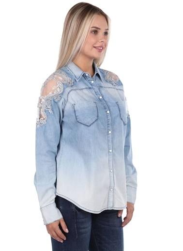 BLUE WHİTE Dantel Detaylı Kadın Jean Gömlek Mavi